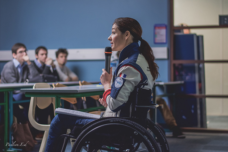 conference_journee_internationale_droit_femmes_dorine_bourneton_ipsa_pilote_voltige_handicap_combat_parcours_temoignage_mars_2016_credit-photo_Pauleen_Esdras_03